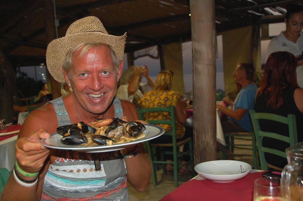 Peter med den goda skaldjurspastan. Födelsedagsfirande på Sardinien