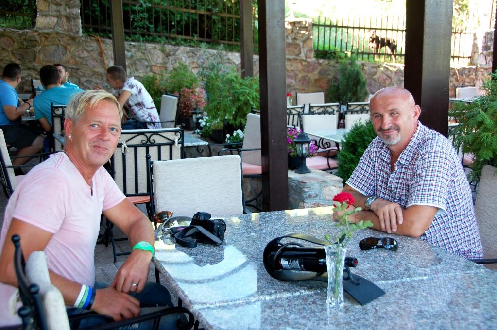 Peter och Shefik på restaurangen