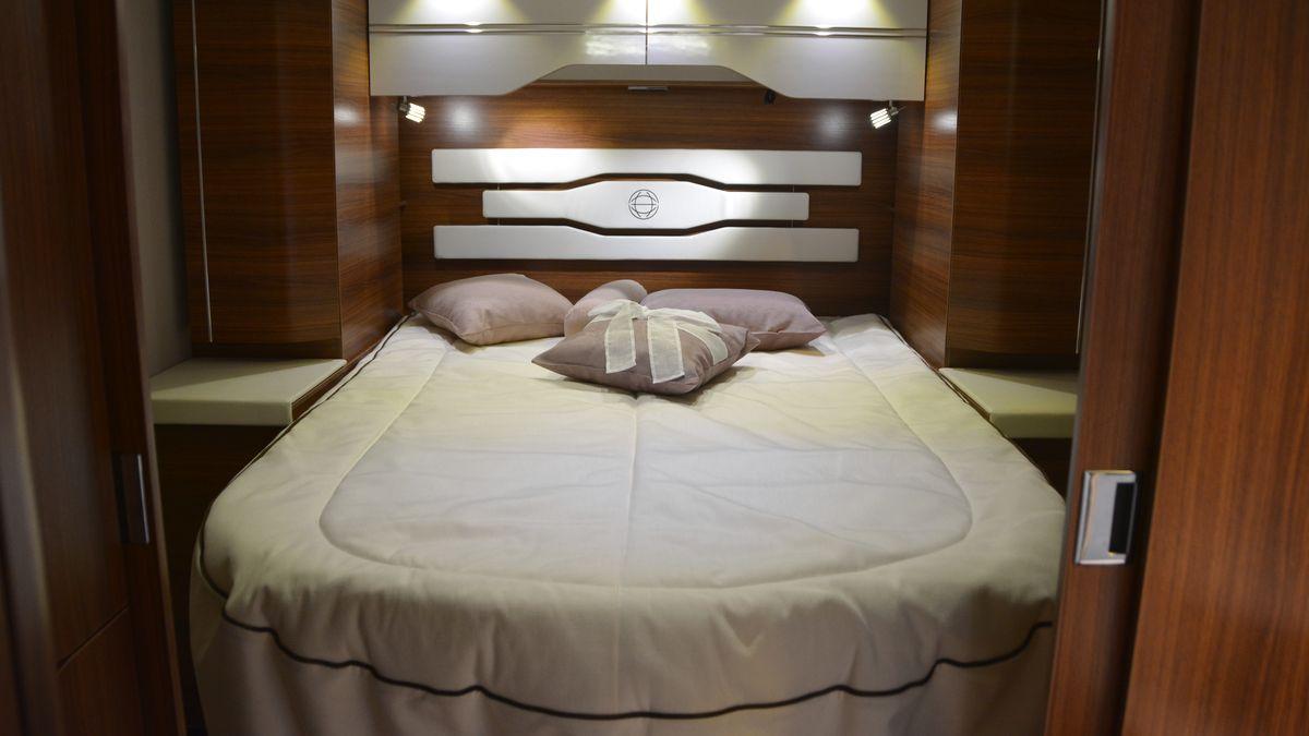 Pilote queen bed