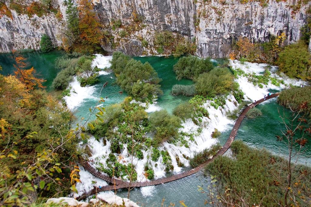 Utsikt över Plitvicesjöarna i Kroatien