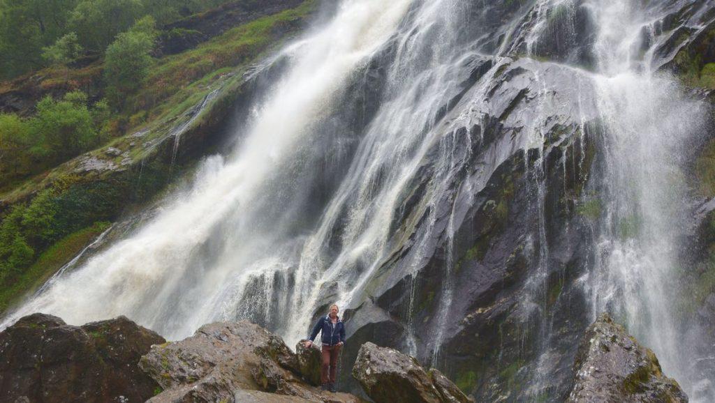 Peter vid vattenfallet Powerscourt