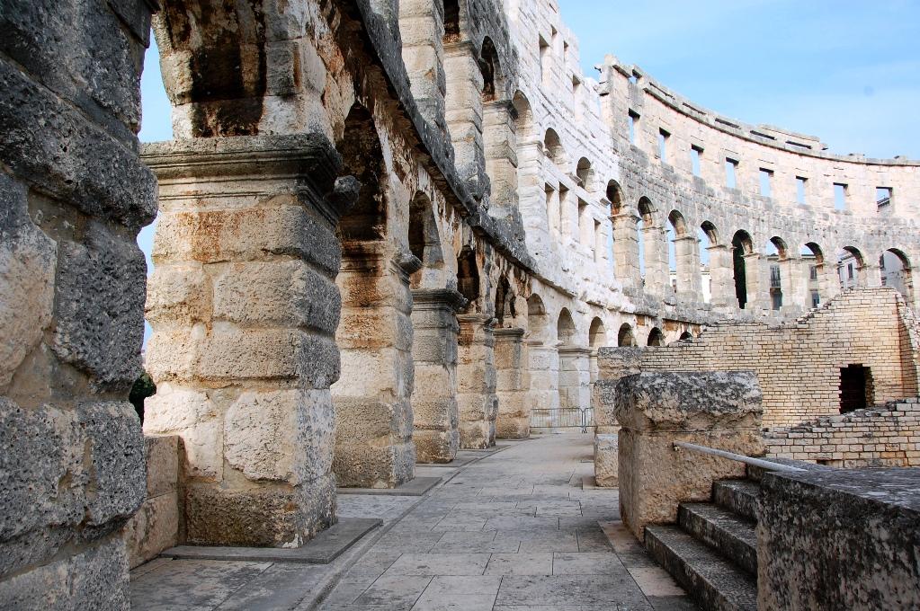 Inuti amfiteatern i Pula, en arena för gladiatorer