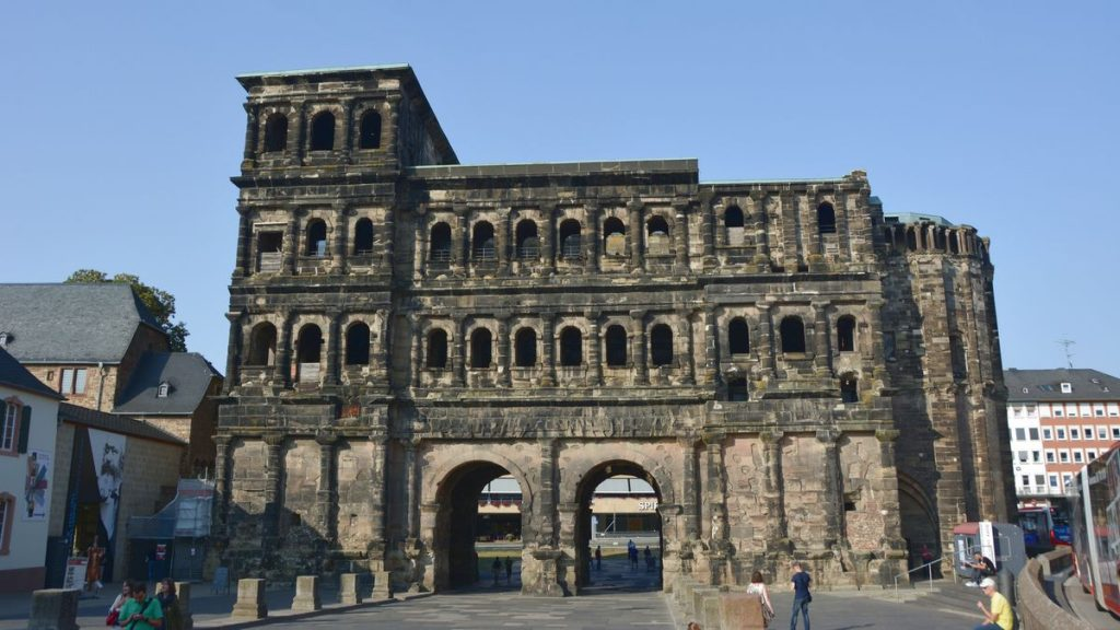 Porta Nigra - svarta porten