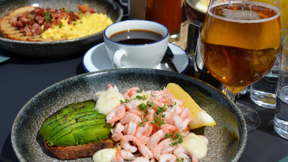 Räkmacka med avokado, krasse och pepparrot