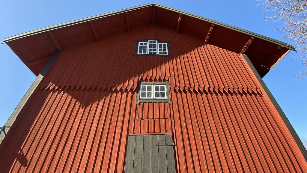 Rött hus vid Rydboholms slott
