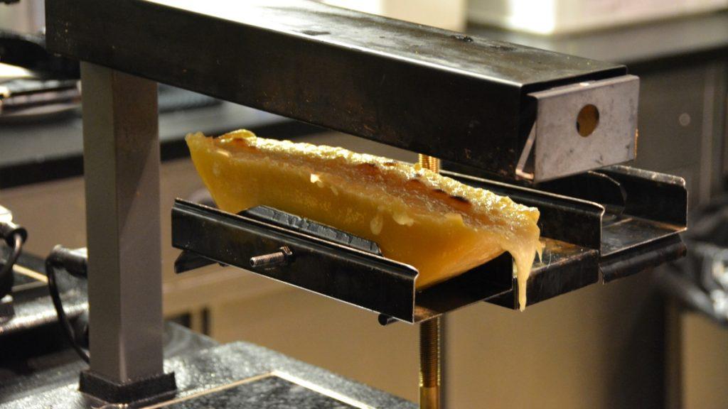 Raclette på traditionellt vis