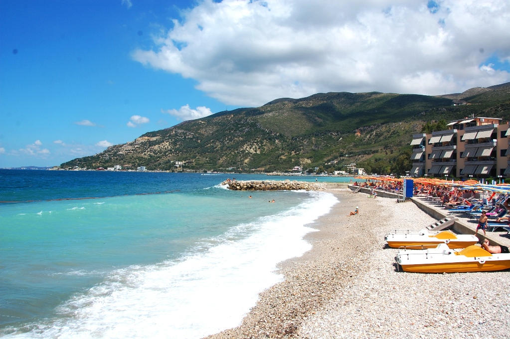 Stranden vid CamperStop Cekodhima. Radhima på västkusten.