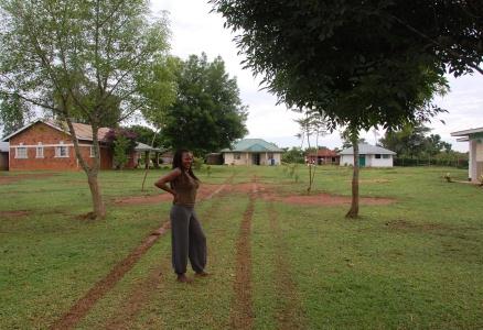 Rose på hennes mammas gård i Rangala