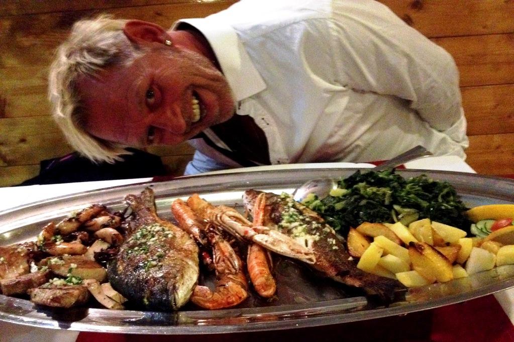 """Peter och en """"Fish platter"""" i Omis, Kroatien"""