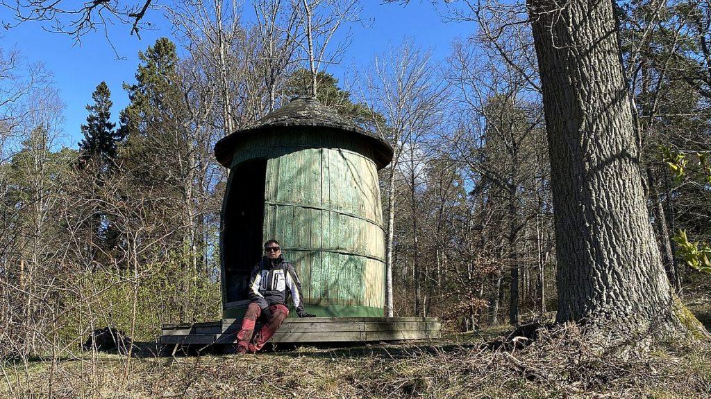 Diogenes tunna vid Hällsundet i engelska parken