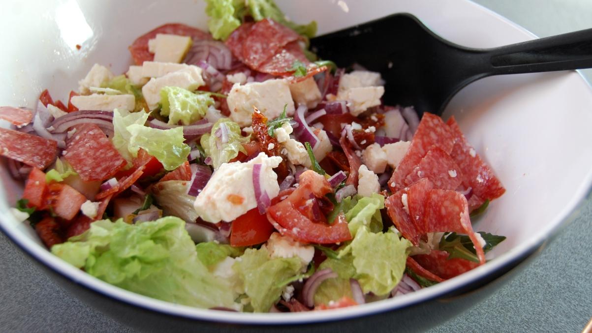 Sallad med salami