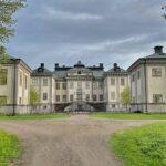 Salsta slott i Uppland – slottscafé, guidning och spöken