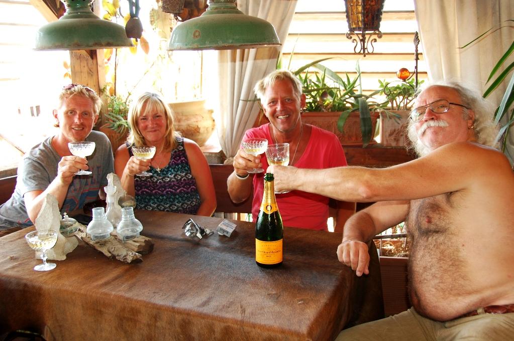 Angelo, Hilary, Peter och Ernesto på Ernestos terrass