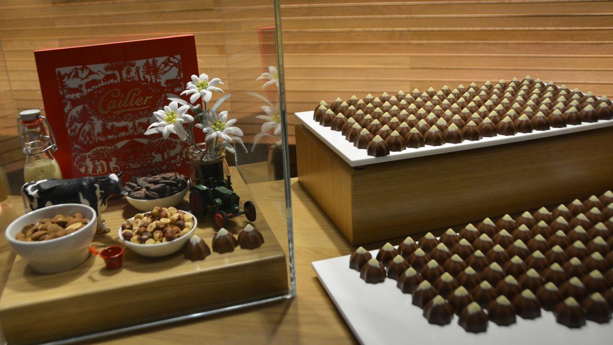 Byn Gruyere I Schweiz Choklad Och Schweizisk Ost
