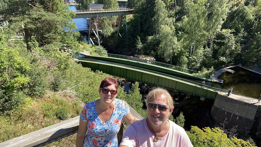 Helena och Peter vid akvedukten i Håverud