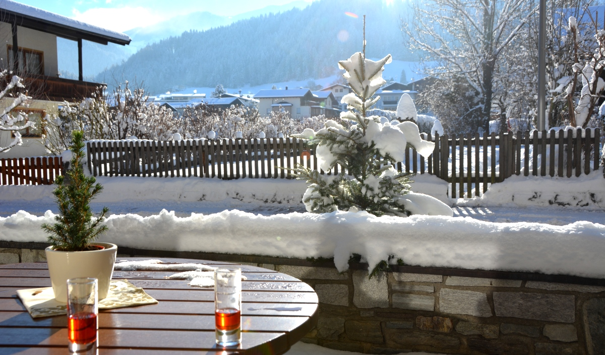 Röd dryck i Reith im Alpbachtal