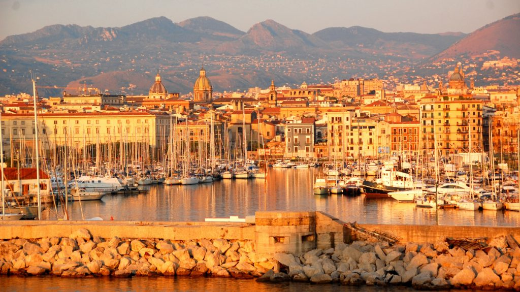 Sicilien i morgonsol