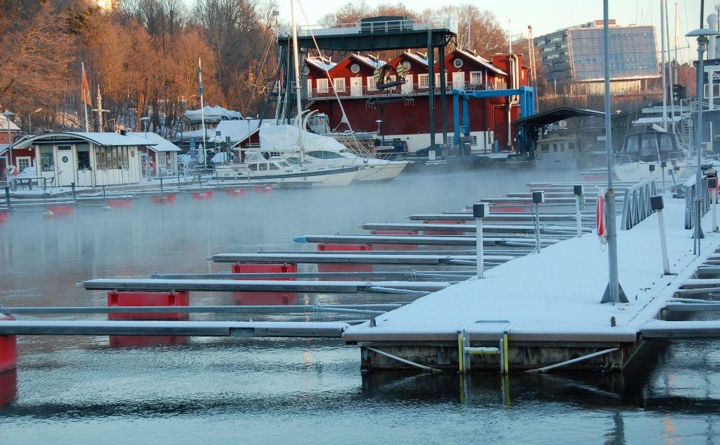 Snö i Stockholm och sjörök