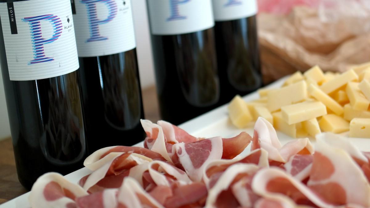 Rött vin, skinka och ost från Kroatien