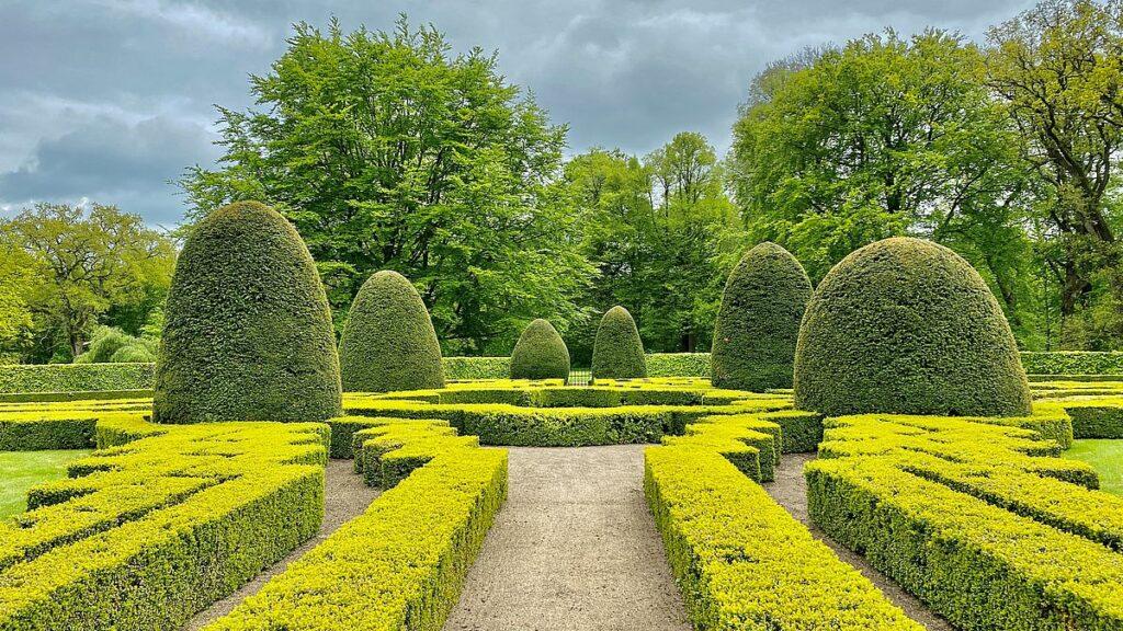Slottsträdgård vid Kronovalls slott
