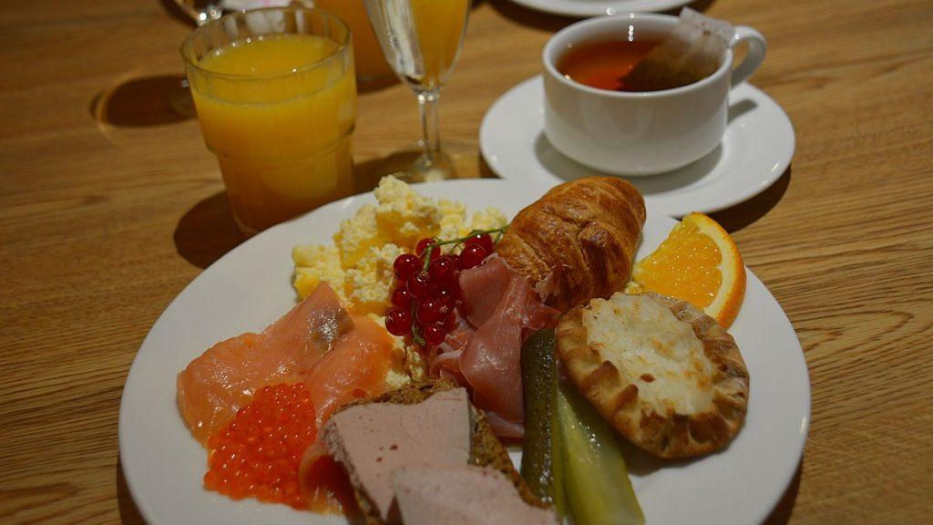 Specialfrukost på färja till Estland
