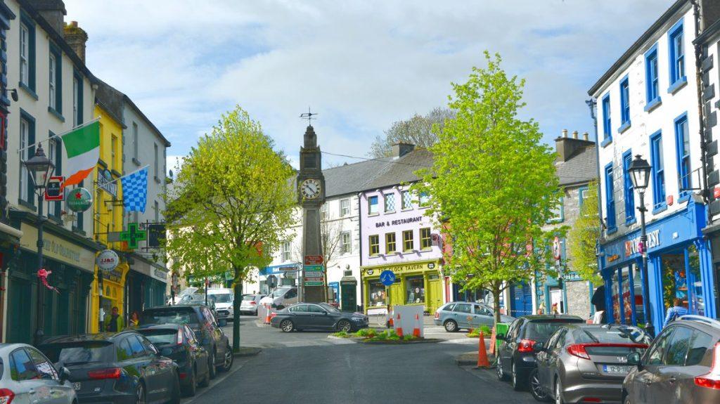 Stad Irlands västkust