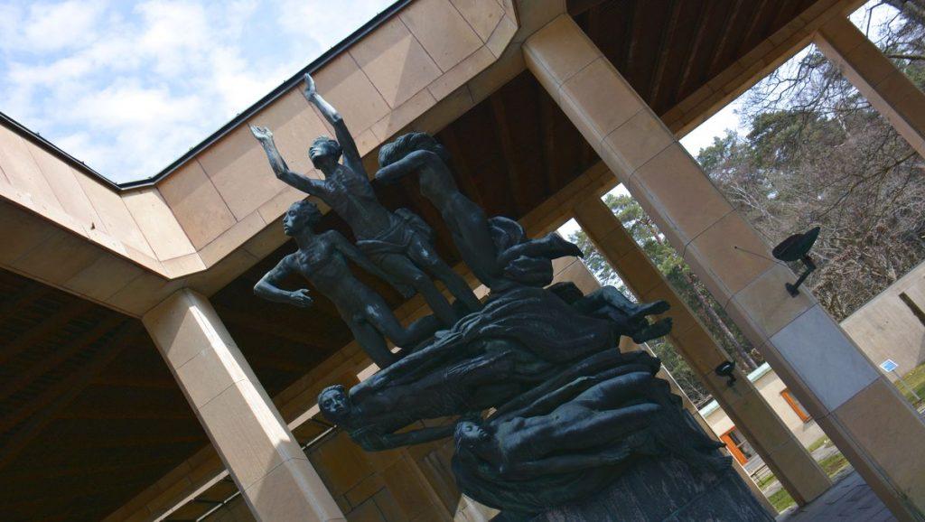 Staty vid Skogskrematoriet
