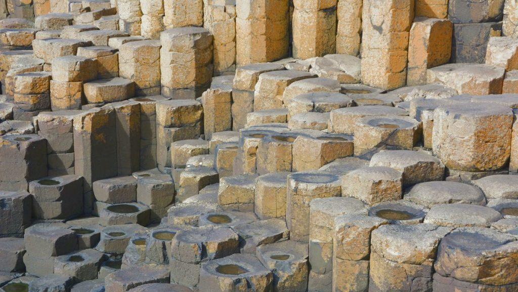 Stenformationerna i Giant's Causeway i Nordirland