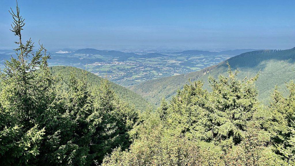 Utsikt vid Stezka Valaska - trädtoppsbana i Tjeckien, Pustevny
