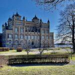Stora Sundby slott – sagoslott vid Hjälmarens strand