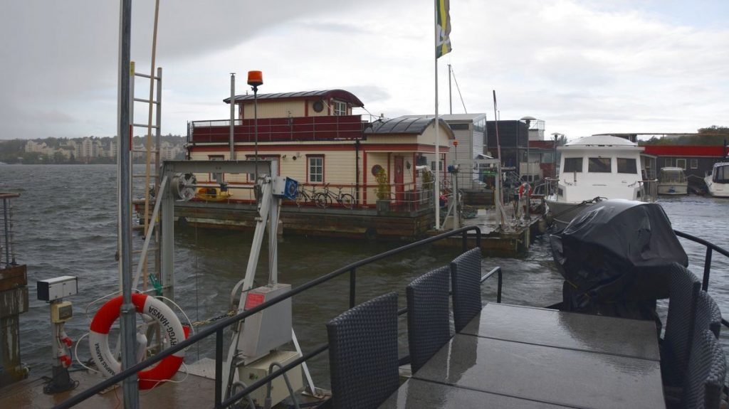 Stormen Knud - husbåtsliv i november