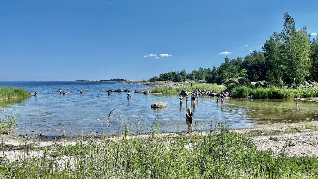 Strand på Ängskärs havscamping