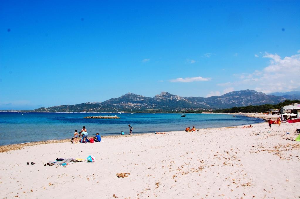 Precis utanför campingen ligger stranden