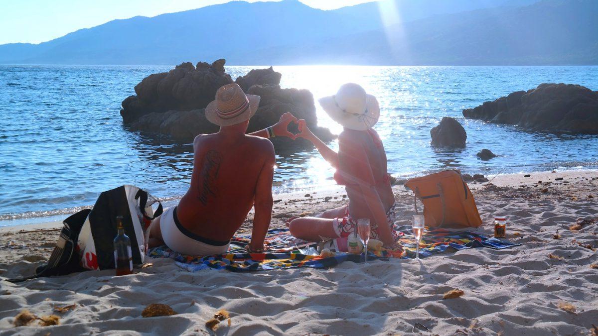 Romantisk camping på Plage de Cupabia, Korsika