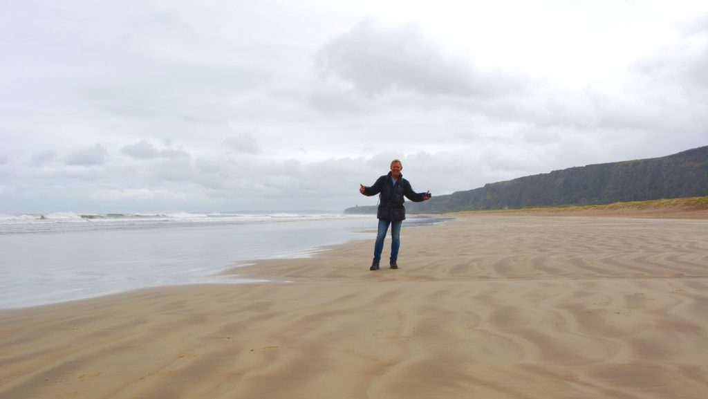Peter vid stranden i Downhill Beach