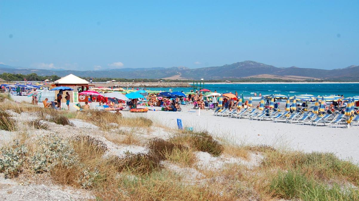 Strand vid camping i södra Sardinien