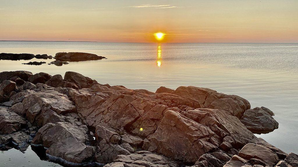 Solnedgång vid Sikhjälma hamn, Hållnäs