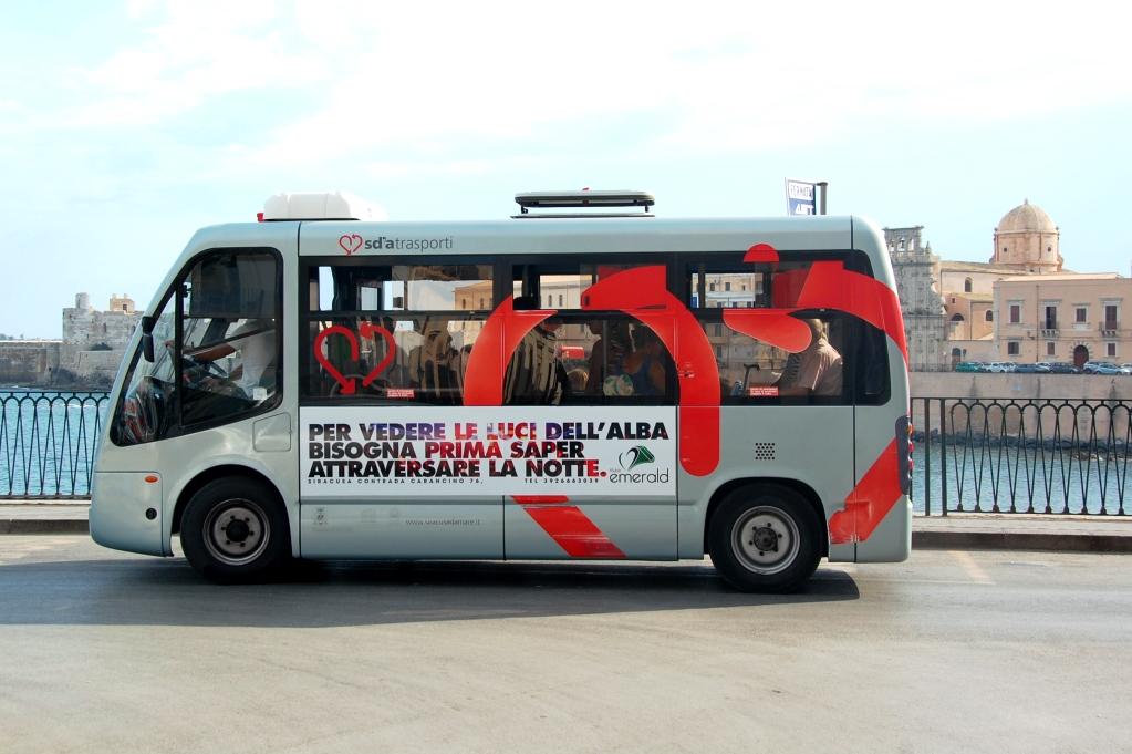 Den lilla bussen kostar 50 cent per person