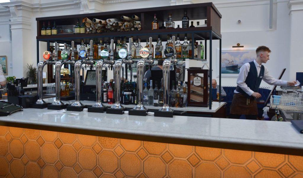Titanic hotell bar