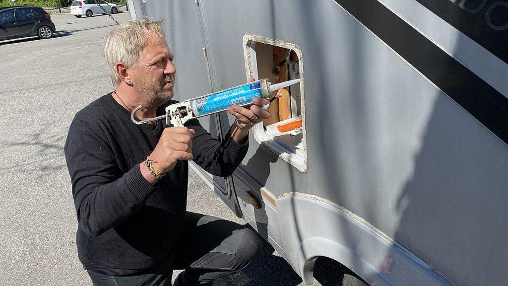 Att byta luckor och fönster på husbil