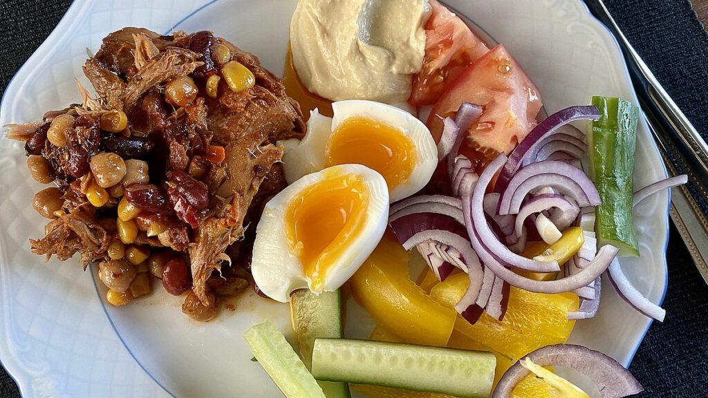 Nya matvanor - lunch med tonfisk, ägg och grönsaker