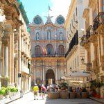 Den vackra staden Trapani på Siciliens västkust