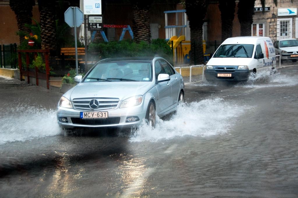 Regn i Kroatien och blött på vägarna...