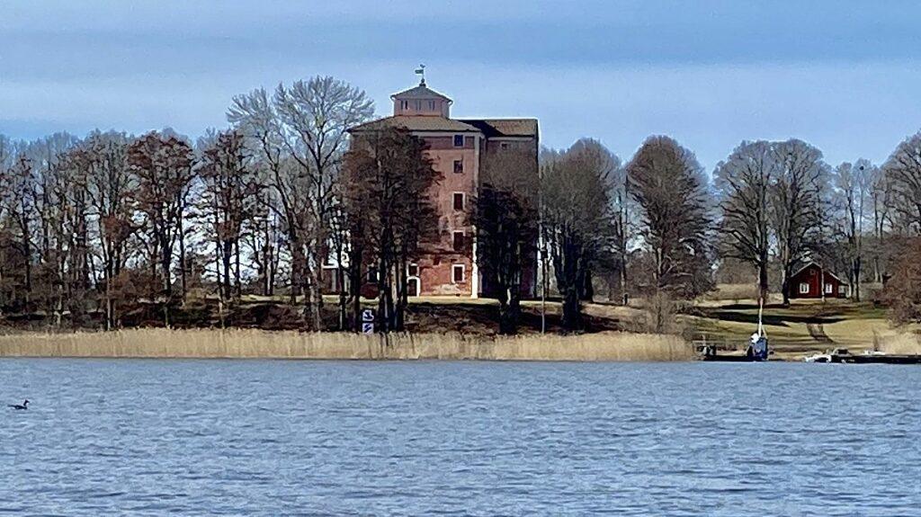 Tnnelsö slott i Strängnäs kommun