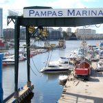 Utsikt över marinan och vår husbåt