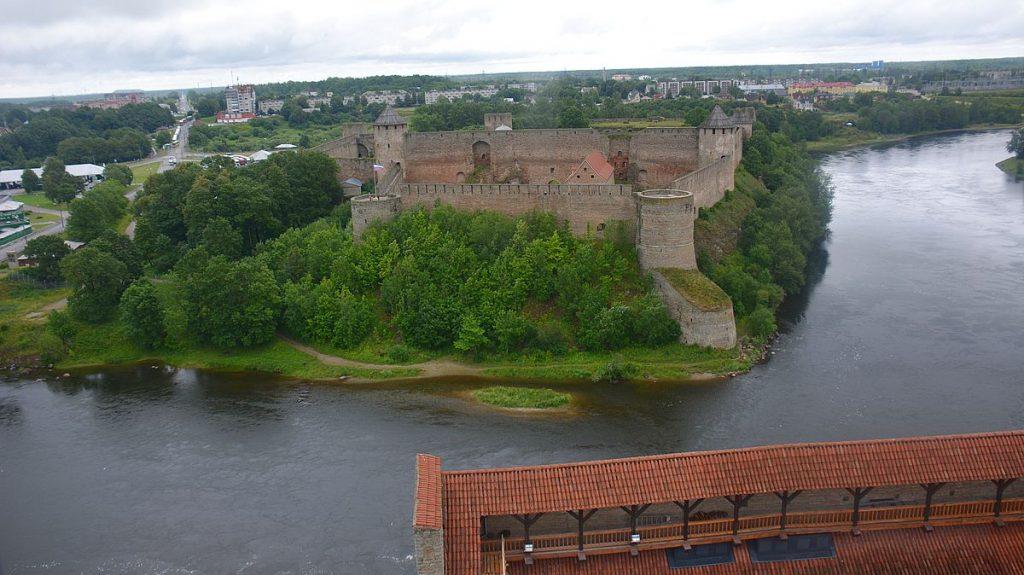 Utsikt mot Ryssland från Narva i Estland