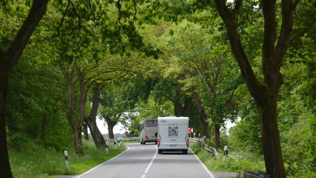 Husbilar på väg mot Waren