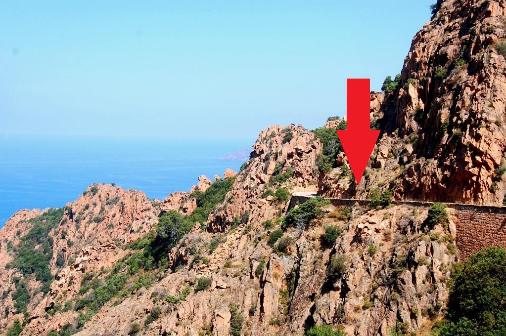 Bergsvägar vid Calanche på Korsika