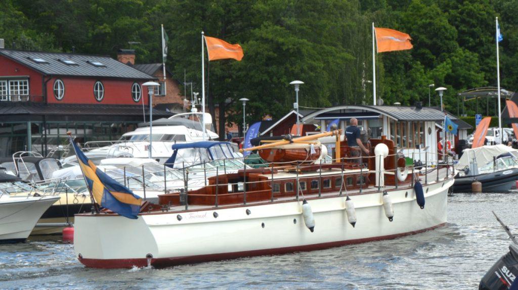 M/Y Tournesol är på väg in i hamn efter en tur