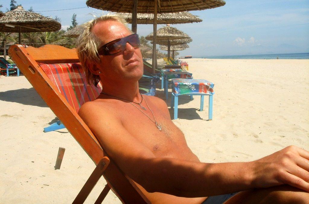 Peter på stranden i Hoi An